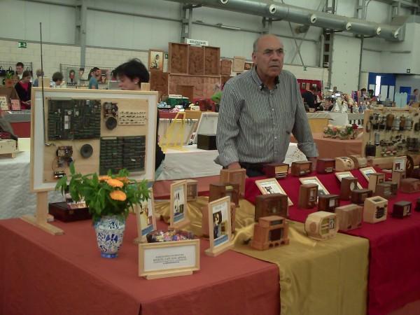 Radios en miniatura en Feria Artesania