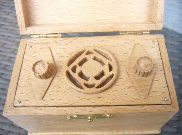 Detalle frente y mandos de radioen miniatura