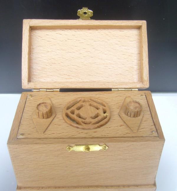 cajita con radioen miniatura
