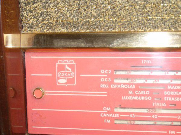 LOgotipo Askar en cristal dial.