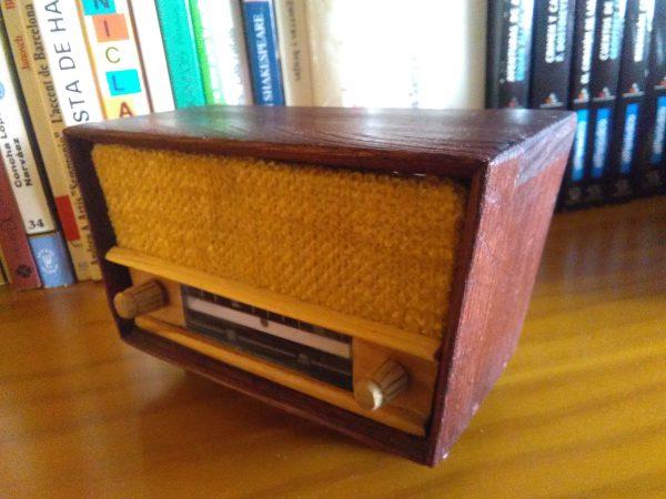 radio en miniatura año 50