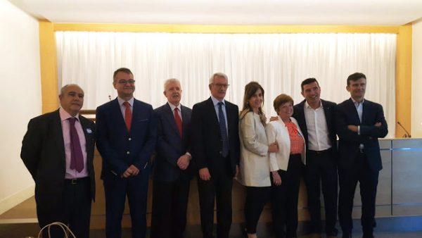 Foto familia premios Gonzalo Estefania